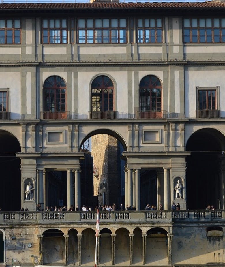 Gli Uffizi per l'abbattimento delle barriere architettoniche: lavori alla rampa di accesso