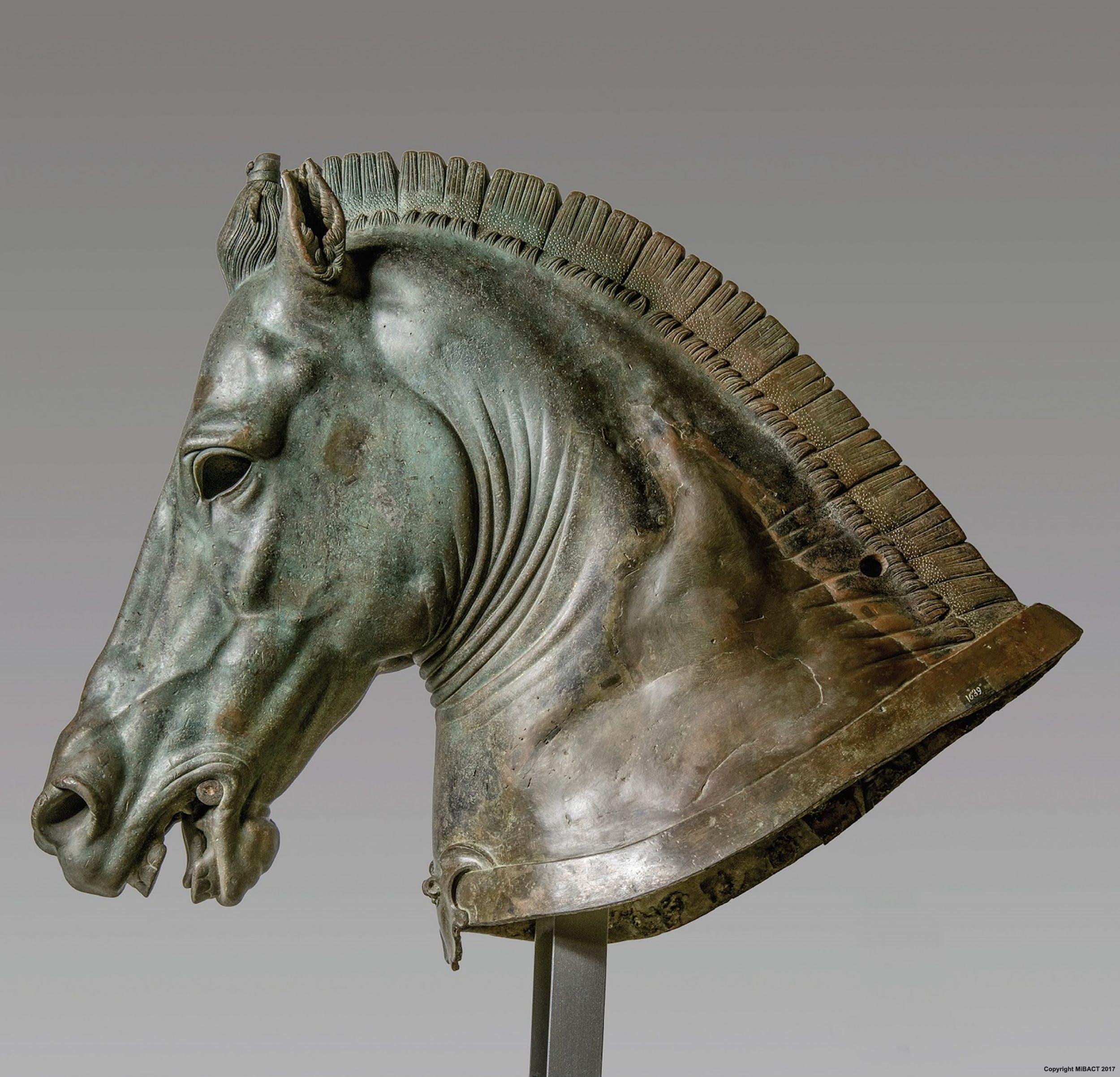 """Protome di cavallo """"Medici Riccardi"""", 340-330 a.C. Bronzo fuso, un tempo dorato a lamina e a foglia Firenze, Museo Archeologico Nazionale"""
