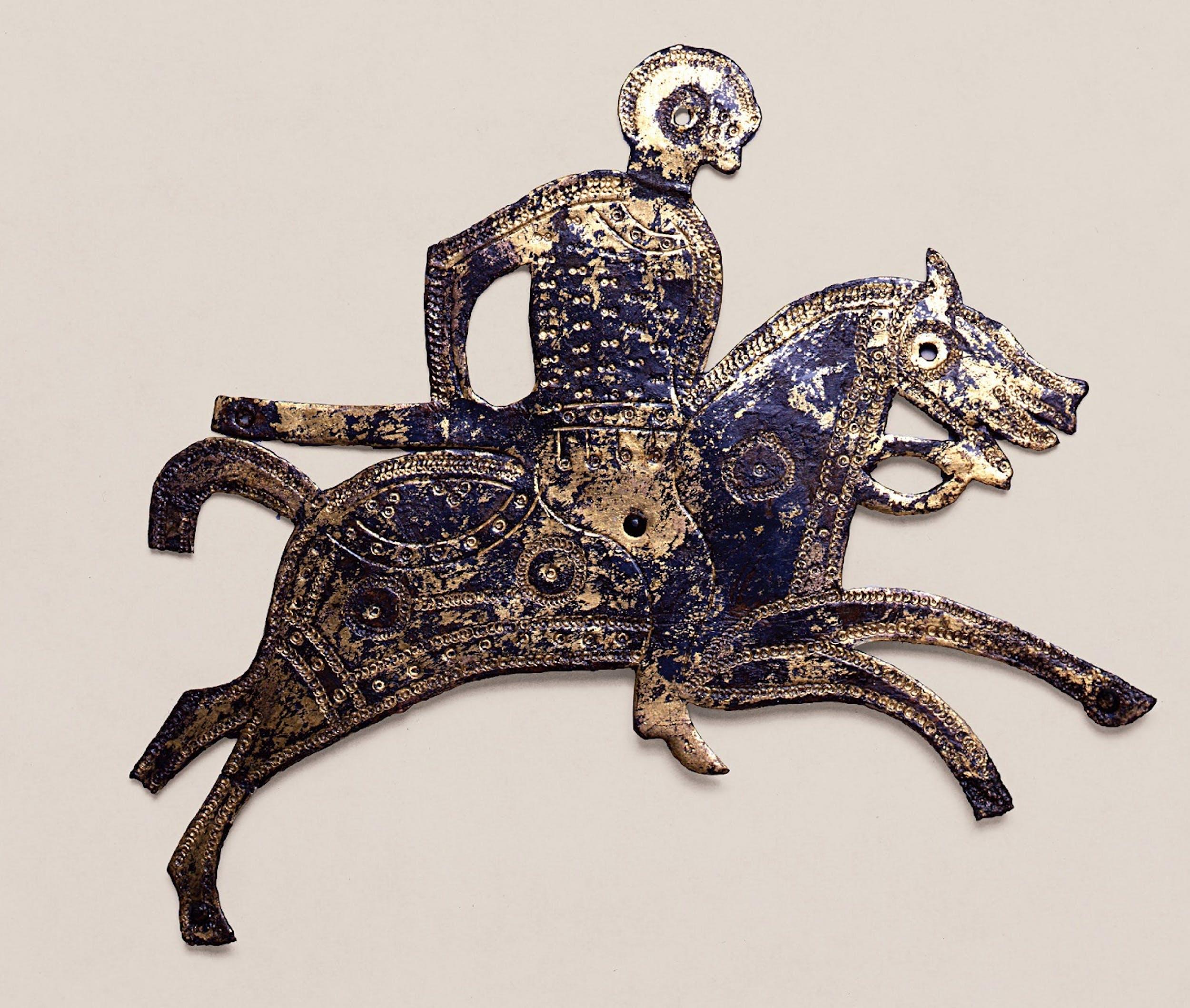 Placchetta di scudo raffigurante un cavaliere con lancia su cavallo, VII sec. d. C.