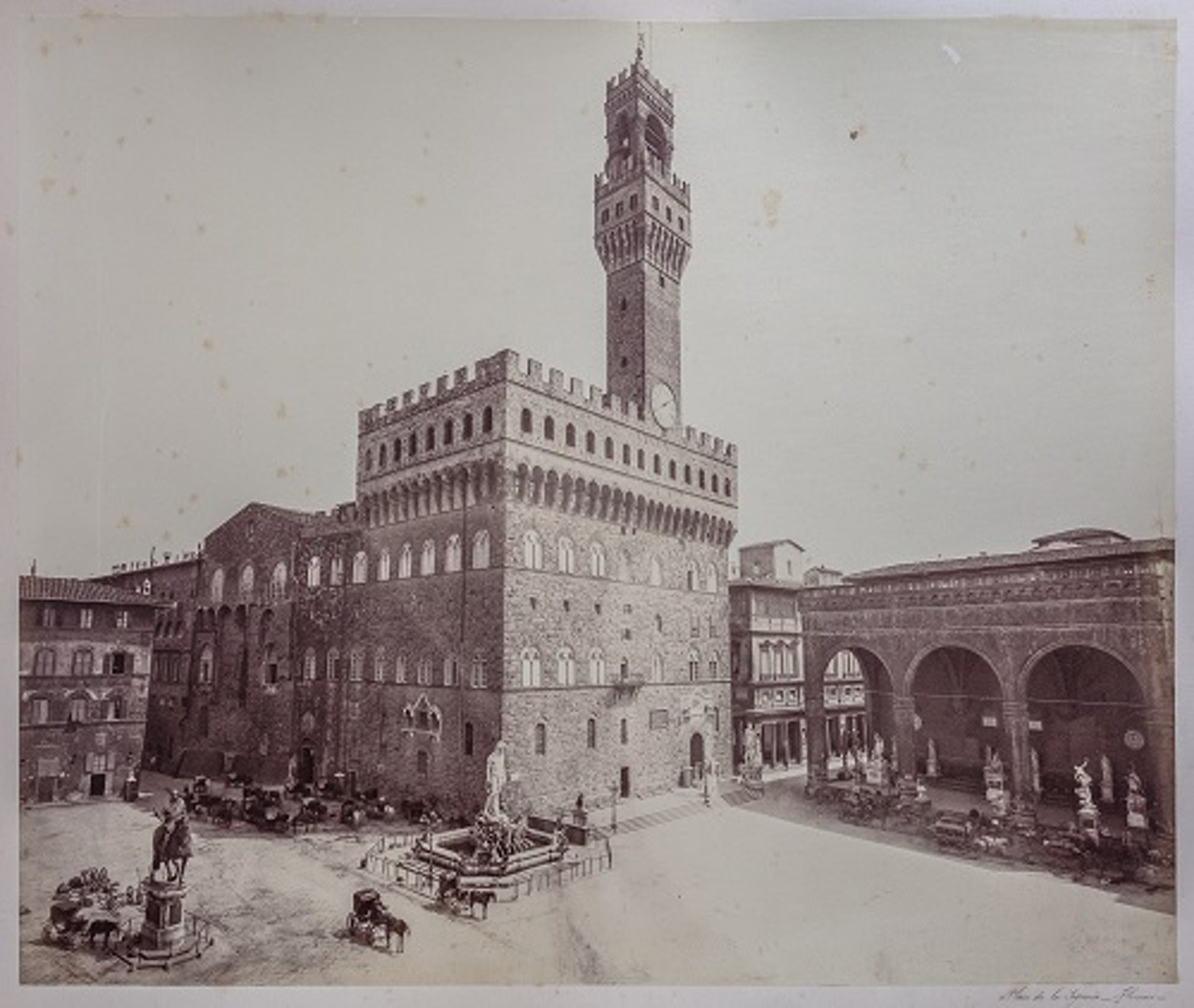 fig. 1 Omnibus a cavalli fotografati in Piazza della Signoria nel periodo di Firenze capitale (particolare, tratto da Alinari 1865-1870, tav. [3]) - Horsedrawn omnibuses photographed in Piazza della Signoria in the period when Florence was capital of Italy (detail, from: Alinari 1865-1870?, tab. [3]).
