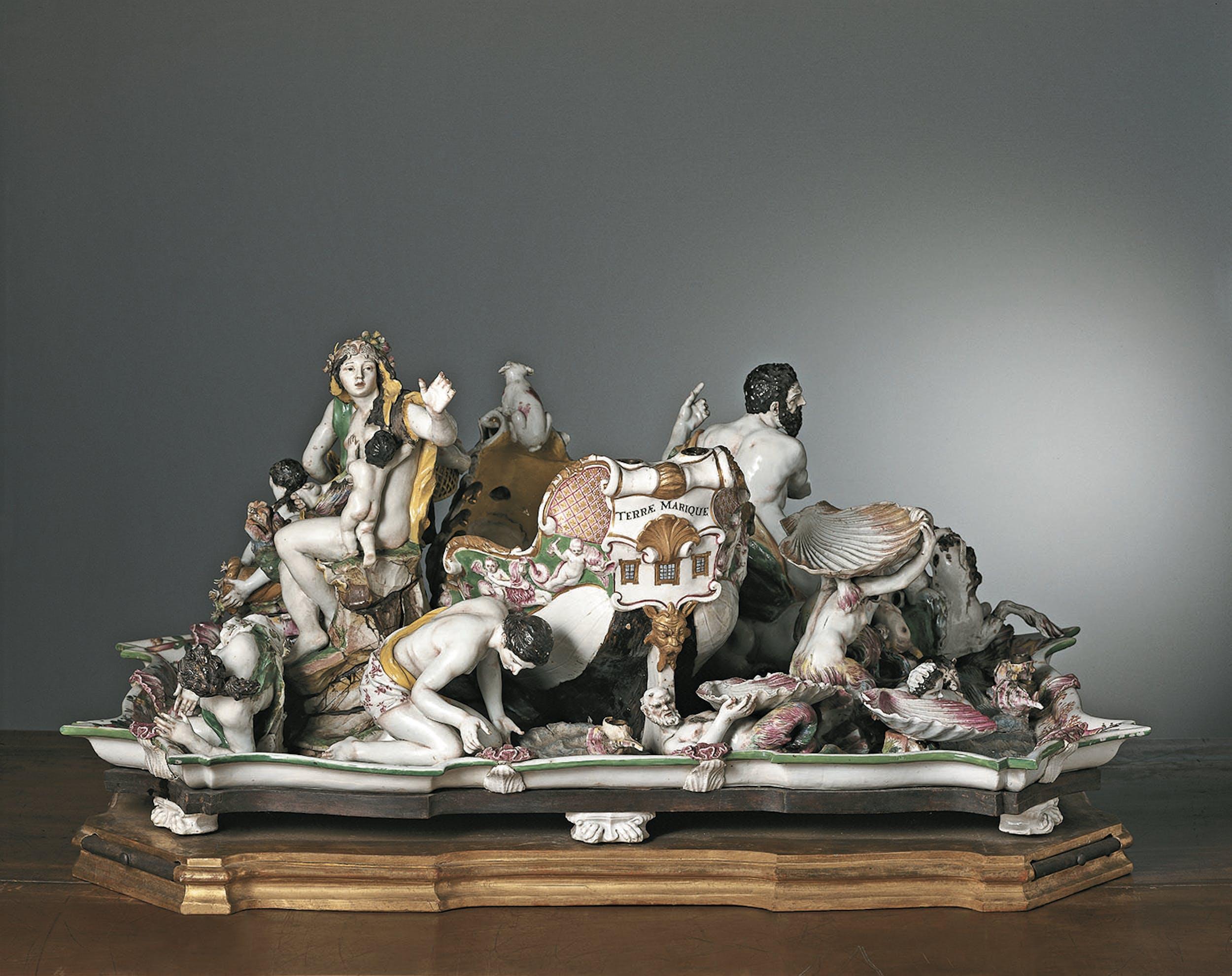 Gaspero Bruschi, attribuito (Firenze 1710-1780) e Manifattura Ginori, Doccia Centrotavola 1754-1756 circa porcellana dipinta in policromia e dorata, legno Collezione Cagnola, Gazzada (Varese)