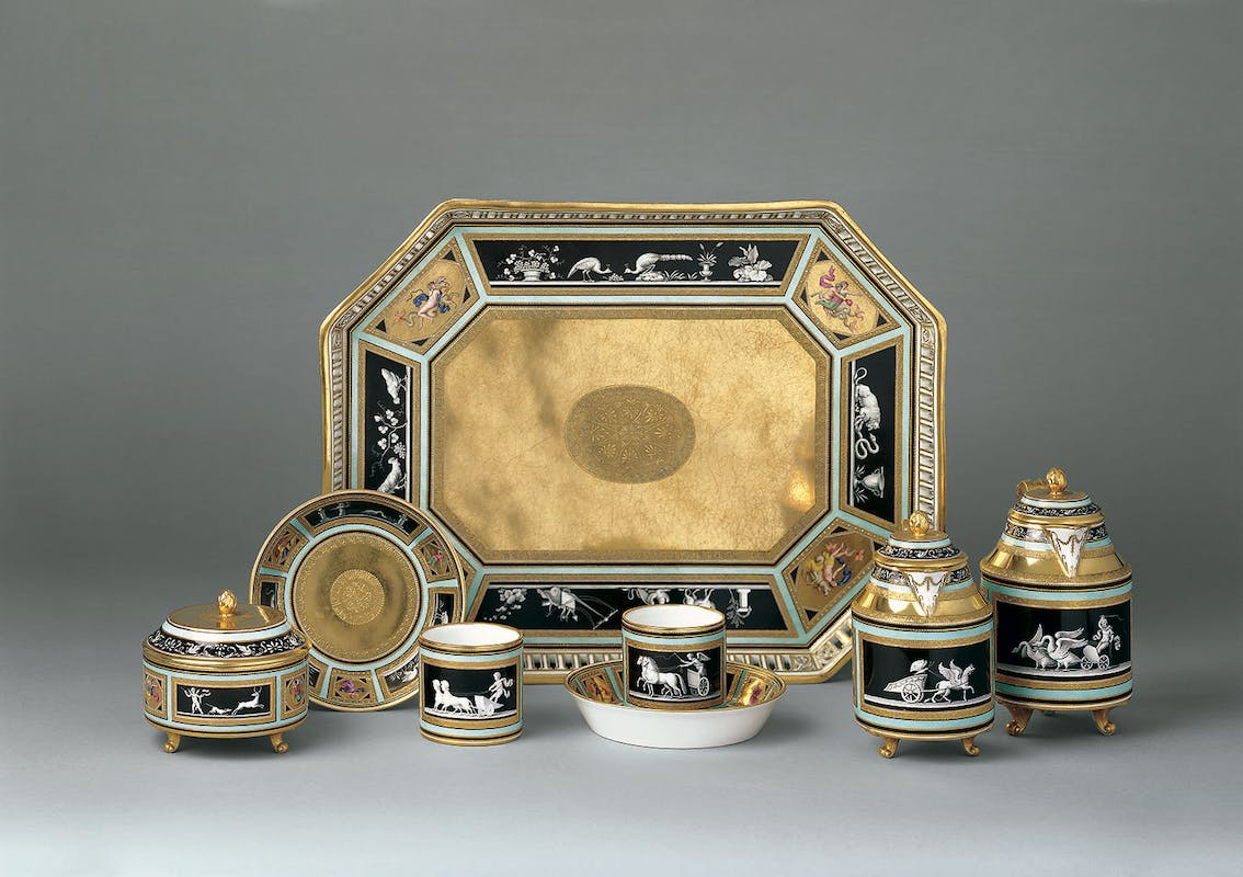 Manifattura Imperiale di porcellane, Vienna Servizio da colazione tête-à-tête con decoro all'Etrusca 1791-1795 porcellana dipinta in policromia con dorature incise e a rilievo The Princely Collections, Vaduz–Vienna. LIECHTENSTEIN