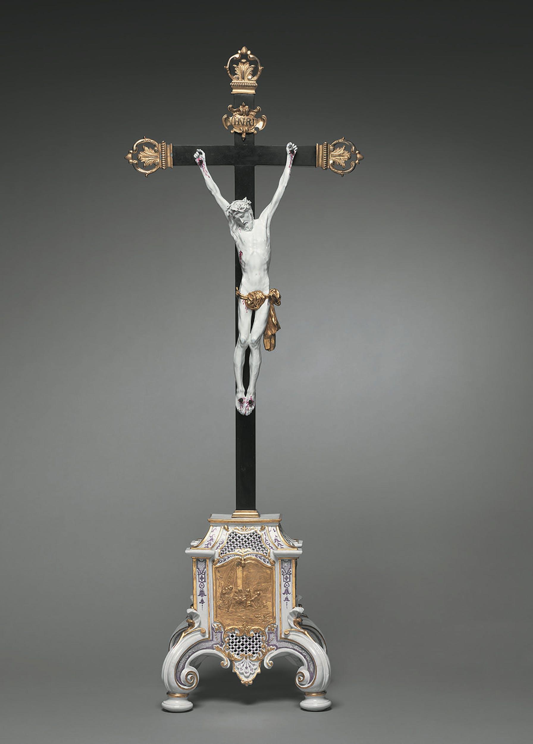 Manifattura Du Paquier, Vienna Cristo sulla croce 1730-1735 circa porcellana dipinta in policromia, bassorilievo indorato, legno ebanizzato, bronzo dorato The Cleveland Museum of Art, Cleveland