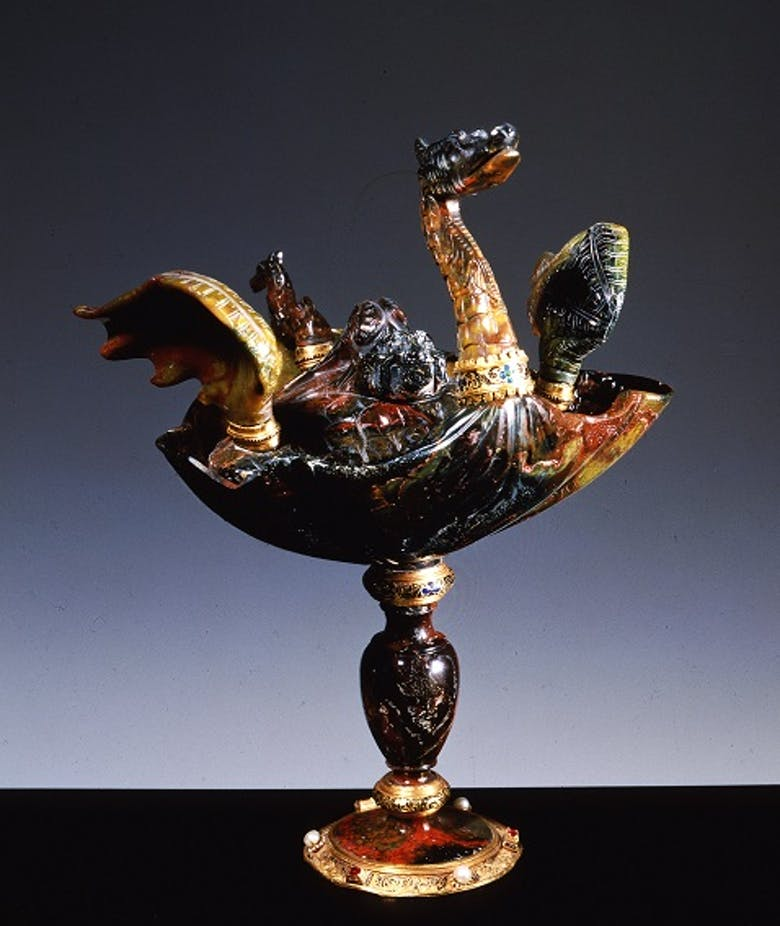 Vase with dragon-shaped lid