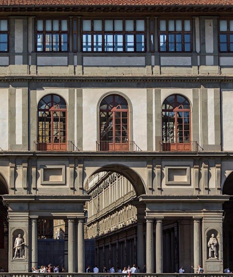 Gli Uffizi: Extra charge for large groups.