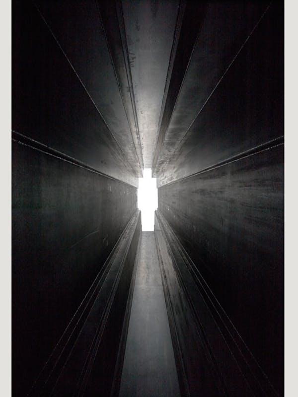 Antony Gormley Passage, 2016 Acciaio Corten 6 mm 202 x 72.2 x 1198 cm Veduta della mostra, White Cube Bermondsey, Londra, Regno Unito Foto © White Cube (Ben Westoby) © the artist