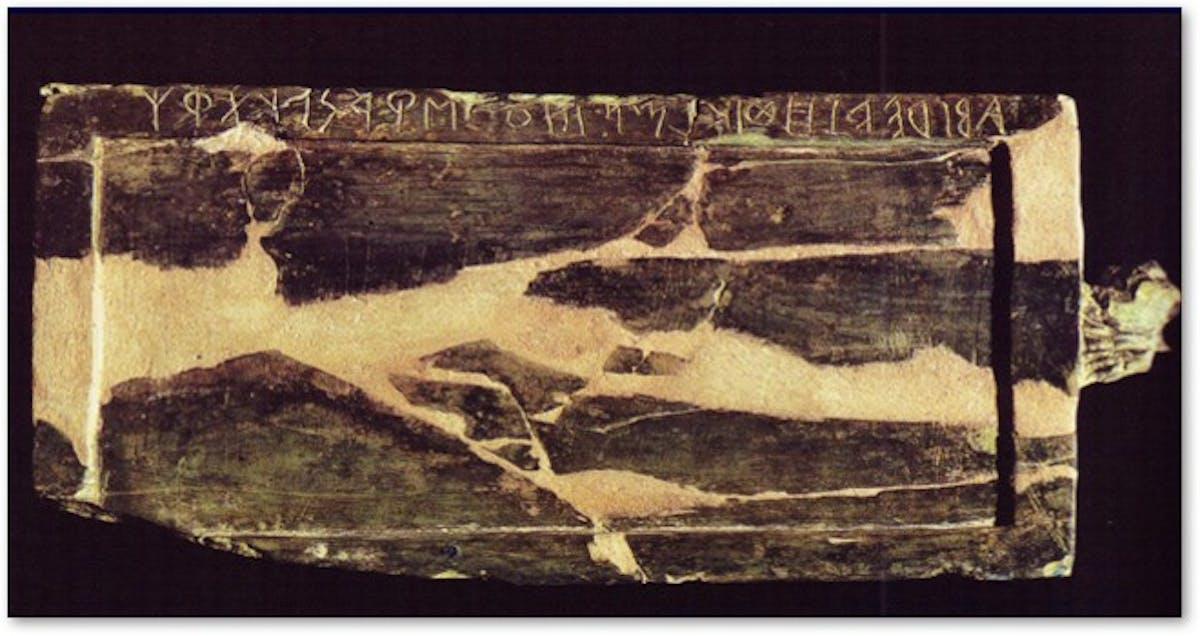 Marsigliana d'Albegna, Circolo della fibula, tabula pugillaris con alfabetario etrusco