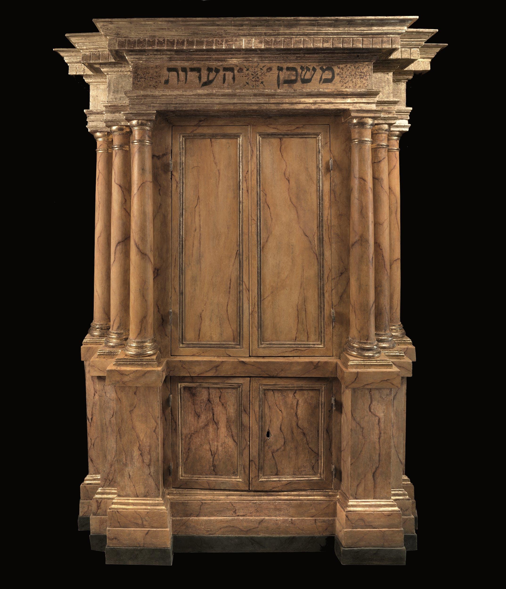 Manifattura pisana Aròn ha-qòdesh Seconda metà del XVI secolo legno di noce, intagliato, tornito dipinto e dorato Comunità Ebraica, Pisa