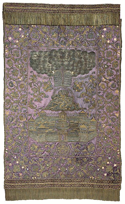 Simchàh, moglie di Menahem Levi Meshullami (Venezia, attiva 1680-1681) Paròkhet 1680-1681 raso di seta rosa ricamato a punto pieno, punto stuoia, punto lanciato in oro filato e lamellare The Jewish Museum, New York