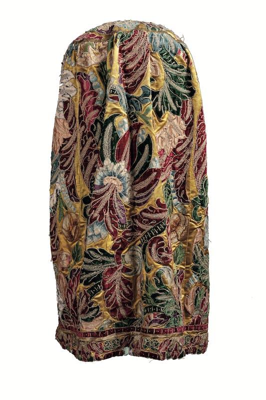 Ricamatrice fiorentina (?) Me'ìl Inizio del XVIII secolo (ricamo); XIX secolo (confezione) ricamo ad applicazione su fondo di raso giallo, in velluto tagliato rosso, azzurro e verde, raso bianco, verde, rosa in due tonalità Comunità Ebraica, Firenze