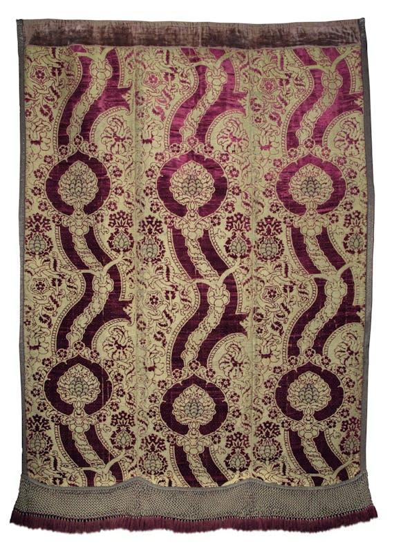 Manifattura fiorentina Paròkhet Ultimo quarto del XV secolo velluto di seta rossa, fondo a trame d'oro lamellare e allucciolato Comunità Ebraica, Pisa