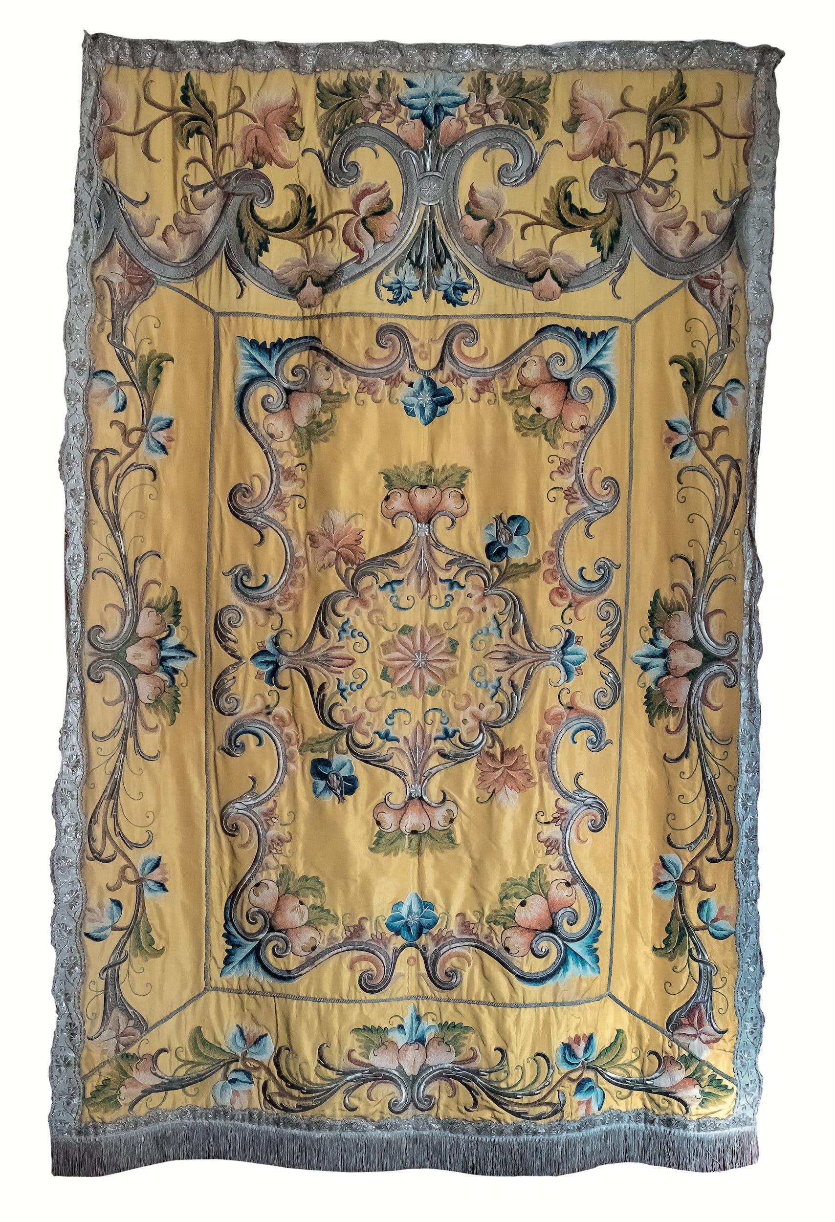 Ricamatrice ligure Paròkhet Prima metà del XVIII secolo teletta d'oro ricamata a punto steso e a punto scaglia in sete policrome e filato metallico Comunità Ebraica, Genova