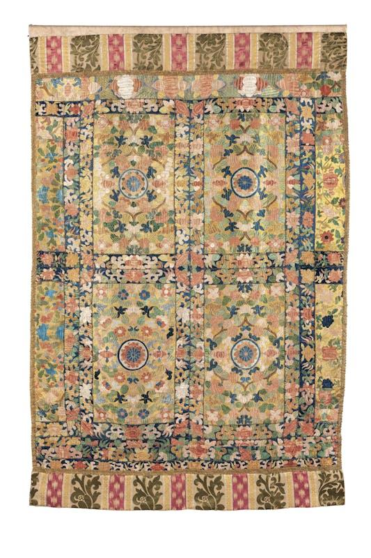 Manifattura di Macao, Cina meridionale Paròkhet Seconda metà del XVII secolo ricamo in seta a punto lanciato su fondo in lino Comunità Ebraica, Firenze