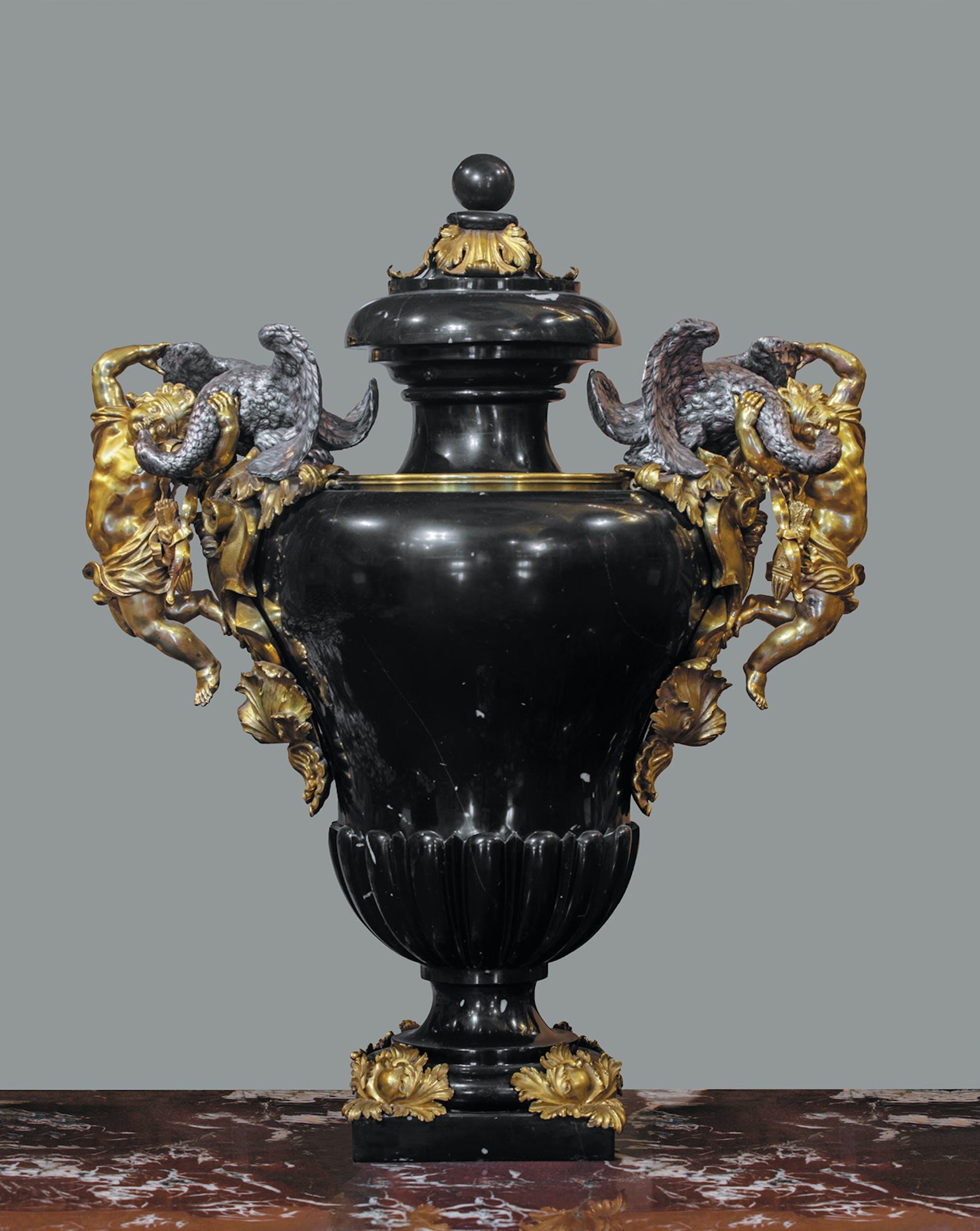 Massimiliano Soldani Benzi Vaso con manici figurati 1689-1693 circa marmo nero del Belgio, argento e bronzo dorato Appartamenti Imperiali e Reali, Gallerie degli Uffizi, Firenze