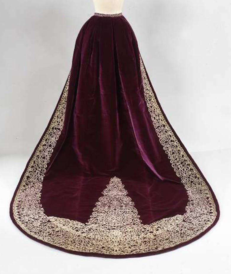 Train for courtly gown