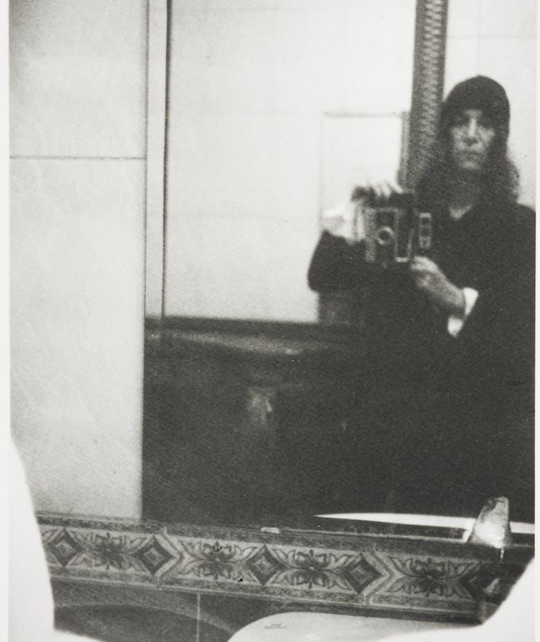 Tra specchio e smartphone. Una partita da vedere