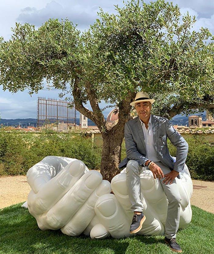 GIVE, le mani di Lorenzo Quinn esposte a Boboli