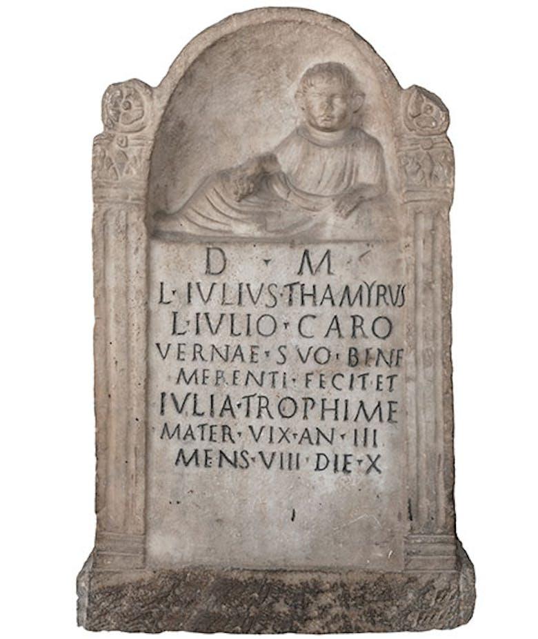 Ara in onore del verna L. Giulio Caro