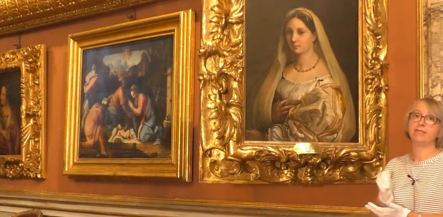 """The Woman with a Veil by Raphael and the """"bilicatura"""""""